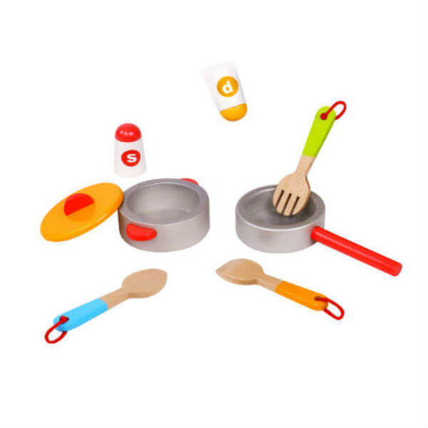 8 PIECE WOODEN KITCHEN SET